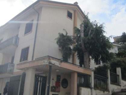 VILLETTA A SCHIERA, Via Mons. Troiano